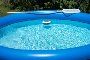 Aufblasbare pools zum einstieg in den badespa for Gartenpool angebote